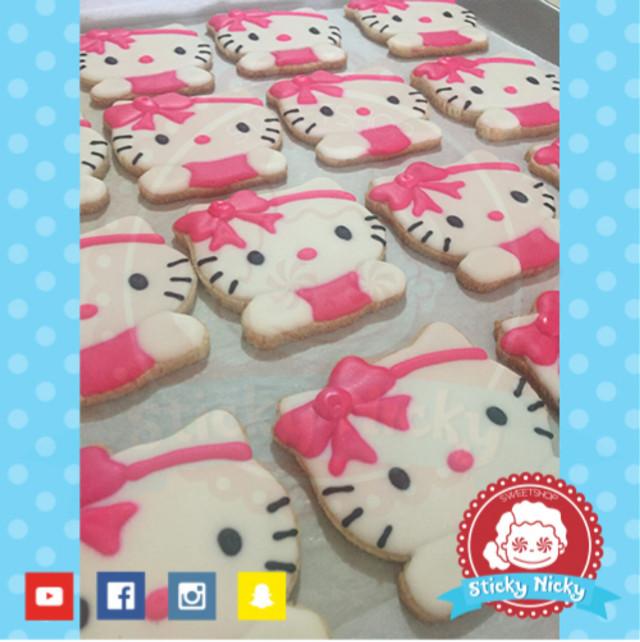 Cookies of hello kitty! #tijuanamakesmehappy #yummyfood #candystore #stickynicky #ilovejunkfood #foodie #yummy #foodstagram #dessert #instasweet #delicious #sweets #yum #foodforfoodies  #cookies  #cookiesadventure.  #